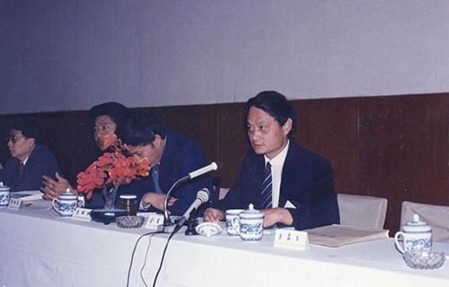 9主持中国研究院所联谊会议(1990)