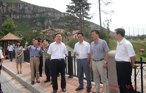 8环首都调研组在河北涞水县调研(2010年).JPG